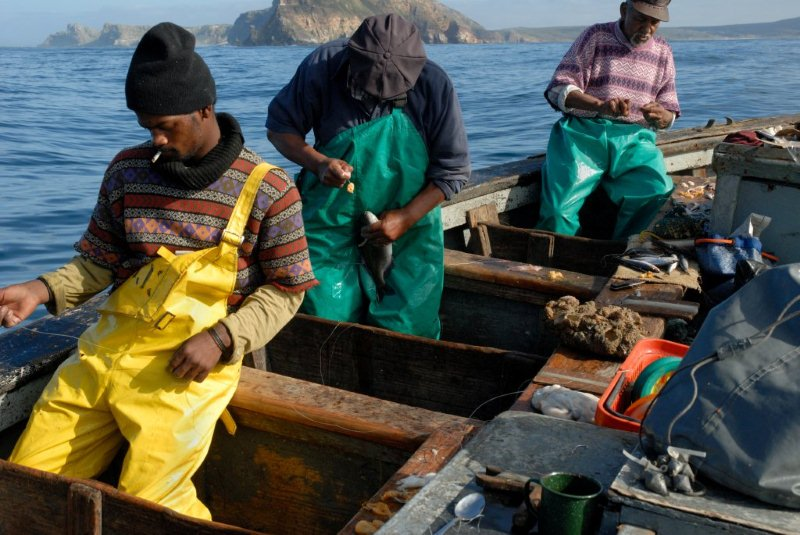 Small scale fishing caught in contradictory policies